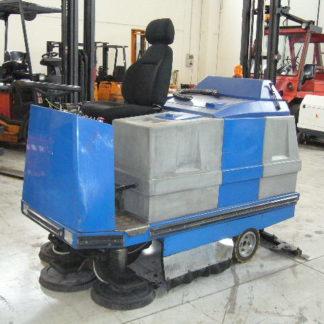 Lavapavimenti Fiorentini G711E uomo a bordoanno 2006, batteria 36V, tripla spazzola e raccolta posteriore