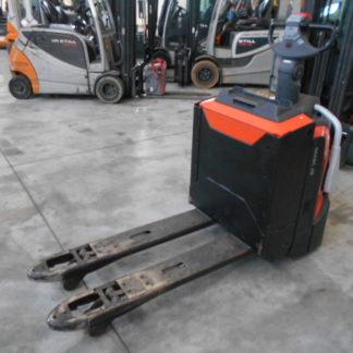 Carrello elevatore traspallet BT XLPE20 con pedana, anno 2014, forche 115x560mm e batteria 24V.