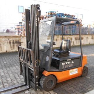 Carrello elevatore Still R20-20P montante triplex 5000mm completo di traslatore e posizionatore forche. Batteria 48V e 5000 ore di lavoro.